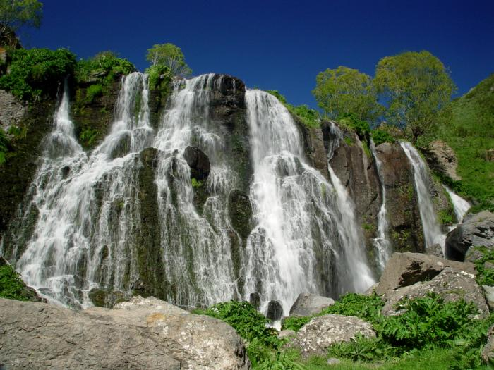 Armenia Shaki Waterfall_20090430191036