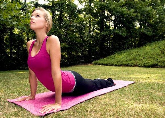 Делает ли йога людей счастливее?
