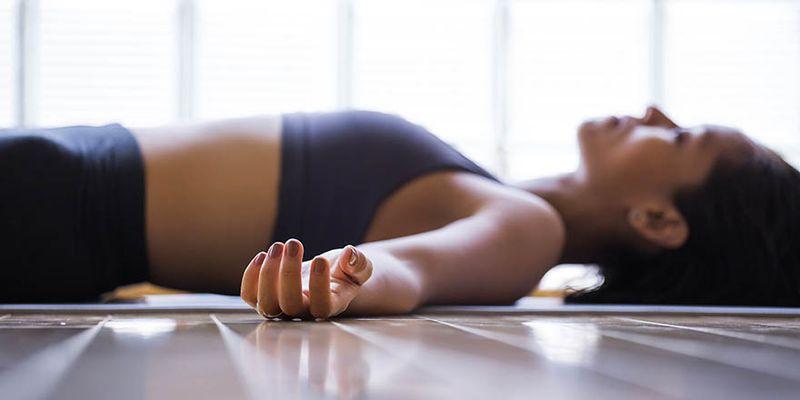 Восстановительная йога: 6 асан для спокойного сна