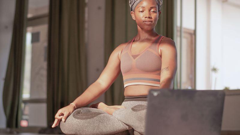 Как лучше пройти курс обучения на инструктора йоги - онлайн или оффлайн?
